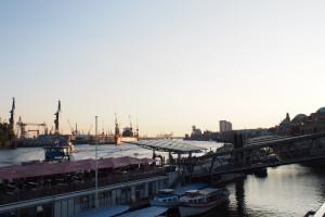 Landungsbrücken Aussicht zum Hafen