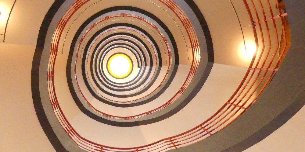 Hamburgs Treppenhäuser – und Paternoster